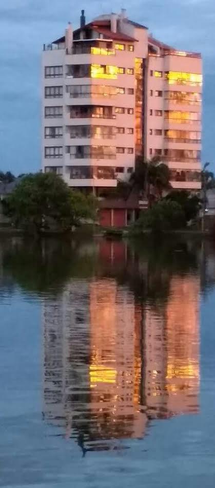 predio e lagoa