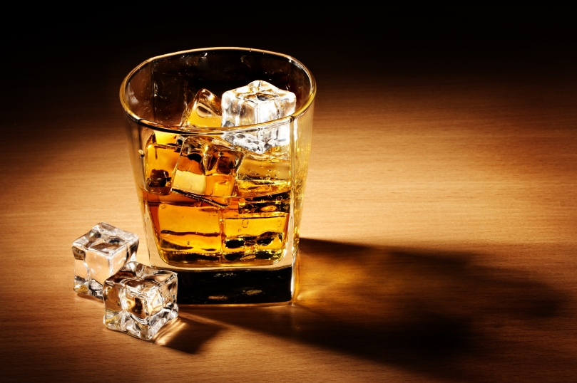 whiskey-drink-alcohol-ice-cubes-glass-table-shadow