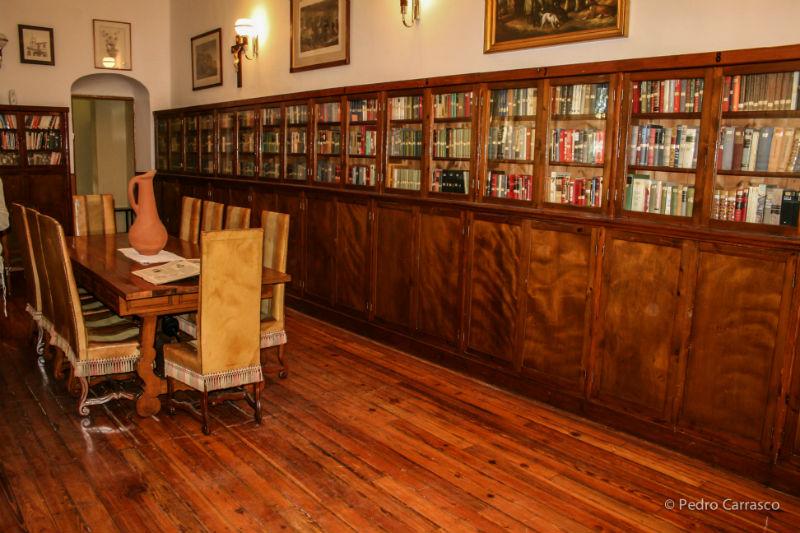 bibliote inglesa com vidro