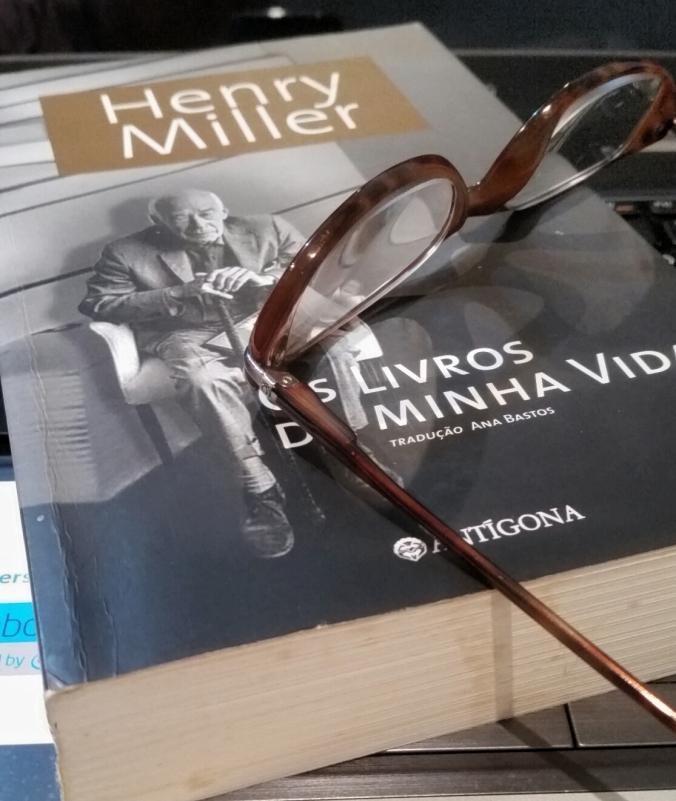 HENRY MILLER ÓCULOS E LIVRO