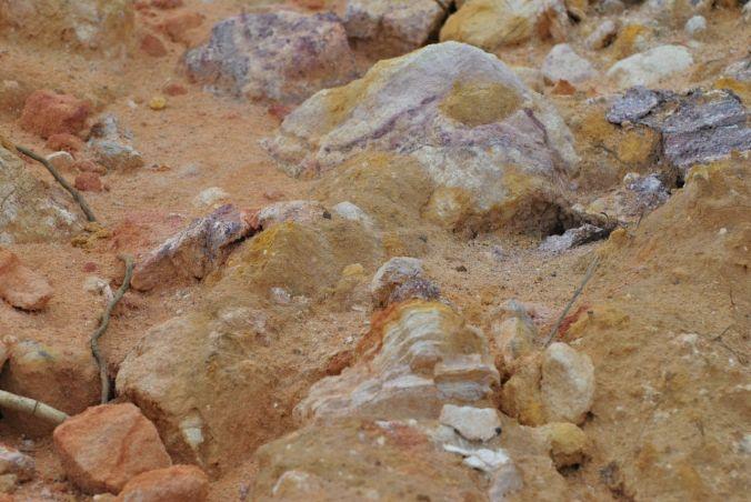 pedras e chão e areia