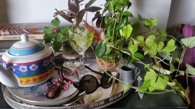 LINDA ILUSTRAçÃO mesa e objetos