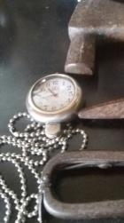 ADOREI esta foto do relógio e martelo