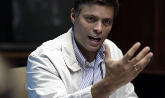 68855796_FILEIn-this-Feb-26-2013-file-photo-Opposition-leader-Leopoldo-Lopez-speaks-during-a-pres