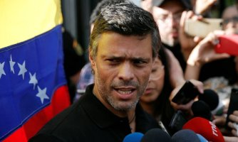 x82482253_Venezuelan-opposition-leader-Leopoldo-Lopez-talks-to-the-media-at-the-residence-of-the-Span.jpg.pagespeed.ic.CQ0Ke3fVrW